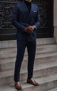 ชุดสีน้ำเงินแก่สำหรับผู้ชาย