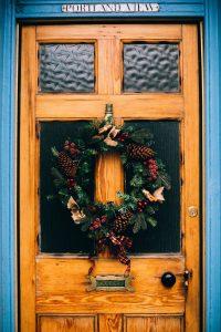 พวงหรีดแขวนหน้าประตู้บ้าน